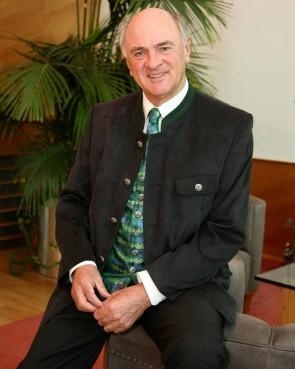 LH a.D. Dr. Erwin Pröll in der original Weinviertel Tracht / Herren Gilet