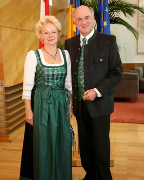 Krystyna Suchodolski & LH a.D. Dr. Erwin Pröll in der original Weinviertel Tracht